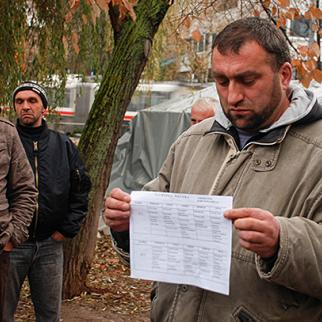 One of the protesting parents, Muhizin Omerovic, holds up a school timetable based on the Serb curriculum. (Photo: Ajdin Kamber)