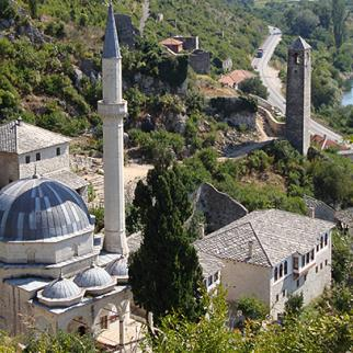 A mosque and a church in Pocitelj, Bosnia and Herzegovina. (Photo: Simon Jennings/IWPR)