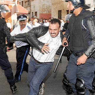 Moroccan police break up a demonstration in Casablanca, June 2011. (Photo: Mawassi Lahcen)