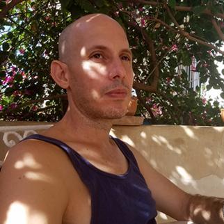 Ariel Ruiz Urquiola under house arrest in Havana. (Photo: Claudia Padrón)