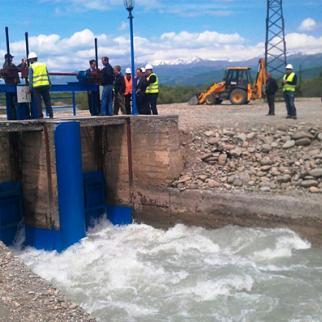 Ongoing repair work on the Tirifoni canal in Georgian-controlled territory. (Photo: Goga Aptsiauri)