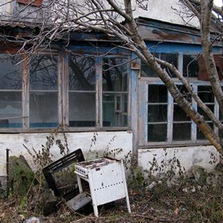 A deserted home in the village of Gorelovka. (Photo: Giorgi Kupatadze)