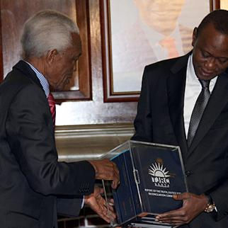 President Uhuru Kenyatta receives the Truth and Reconciliation Commission Final Report at State House in Nairobi. (Photo: Capital FM)