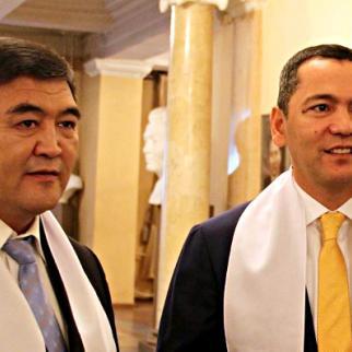 Kamchybek Tashiev (on the left) and Omurbek Babanov (Photo: Eleonora Mambetshakirov)