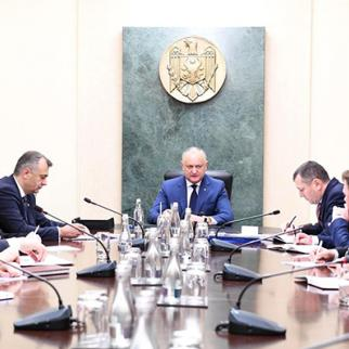 The first meeting of the cabinet with Ion Chicu (L) was conducted by the president Igor Dodon (C), on November 15, 2019. (Photo: Moldovan Presidency)
