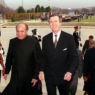 Nawaz Sharif (left). (Photo: US Defence Department/R.D. Ward)