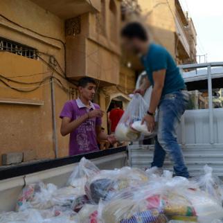 Aid distribution in Deir al-Zor. (Photo: Yaman Assi)