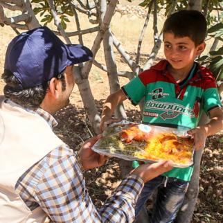 Idlb's Eid humanitarian organisation distributes 300 meals a day. (Photo: Ahmad al-Salim)