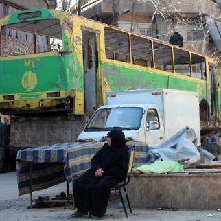 An elderly lady resting in Aleppo, Al-Klasah before she resumes a long journey home. (Photo: Salah al-Ashqar)
