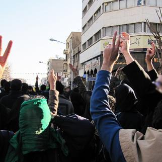 Protesters stream down roads that will take them to Azadi Square in central Tehran. (Photo: Mianeh)