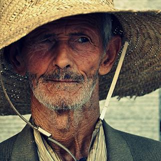 Portrait of a man from Sidi Bouzid who lives off the scraps people at the city market offer him. (Photo: Aymen Hamdi)
