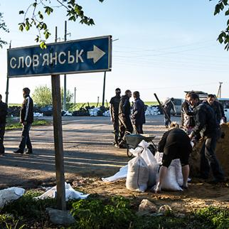 Pro-Russian separatist militants fill sand bags to reinforce a checkpoint on April 24, 2014 in Slovyansk, Ukraine. (Photo: Brendan Hoffman/Getty Images)
